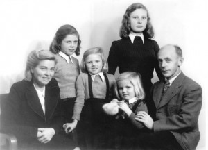 Gerda (second from right, standing) with her parents and sisters.